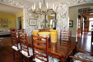 Interior-Design-Maison-Maison-Antiques-DiningRoom (7)